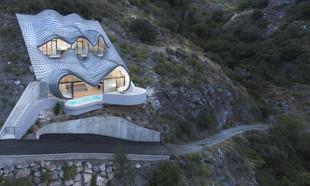 Casa del Acantilado – smoczy dom wkomponowany w górę