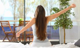 10 pomysłów, by mieszkało się zdrowiej – ekonaczynia, wietrzenie i naturalne tkaniny